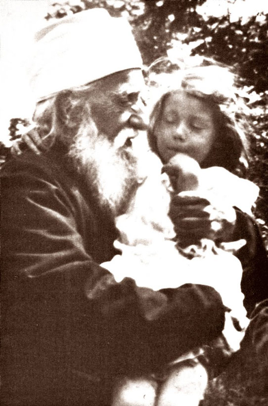 Abdu'l-Baha holding Gertrude Hammond at Green Acre
