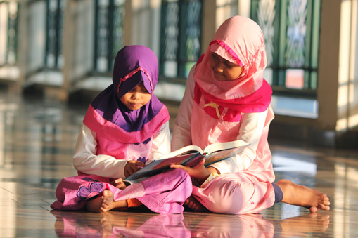 Girls-reading-in-school