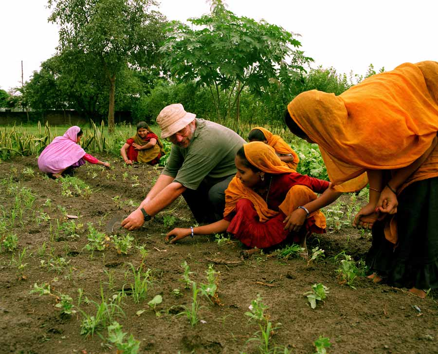 Women-farming-at-the-Barli-Institute