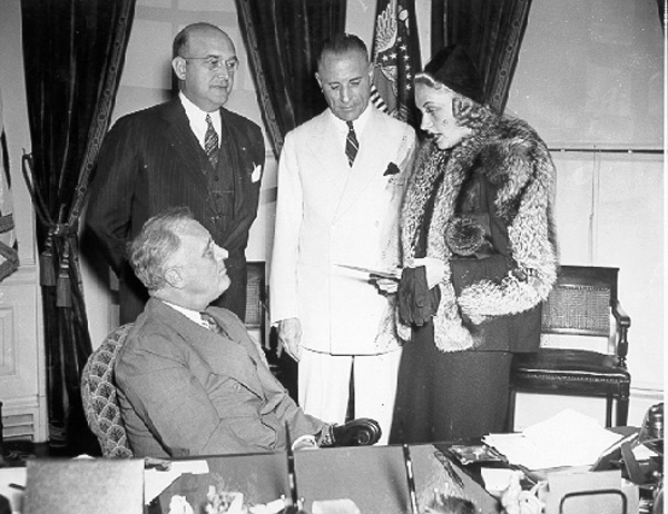 Carole Lombard visiting Franklin Roosevelt in oval office.