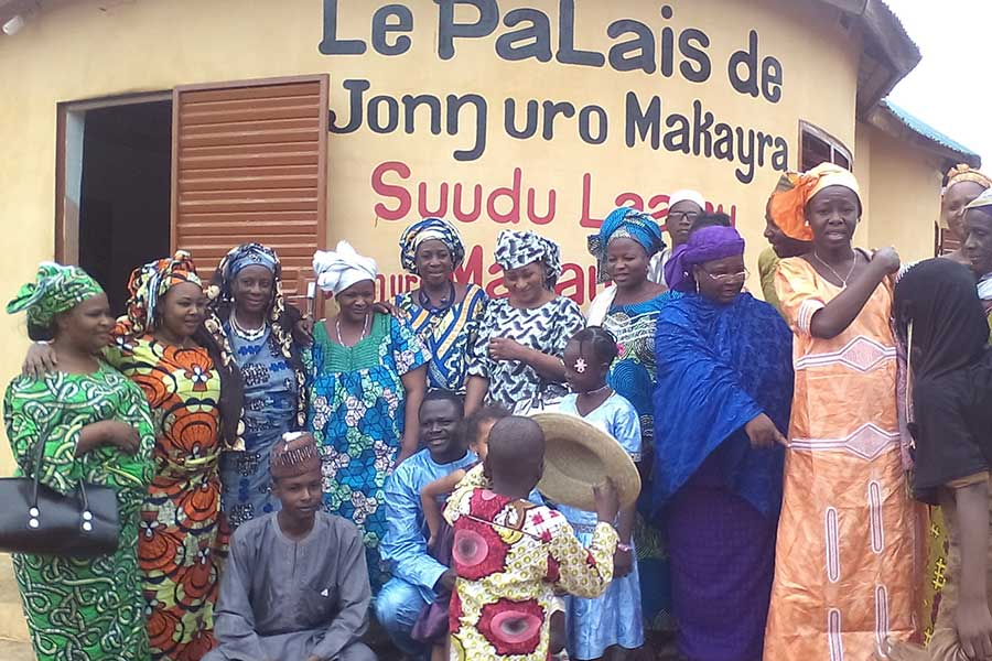 Members of the community outside the palace of High Chief Djaouga Abdoulaye, also referred to as Junwuro Makayra