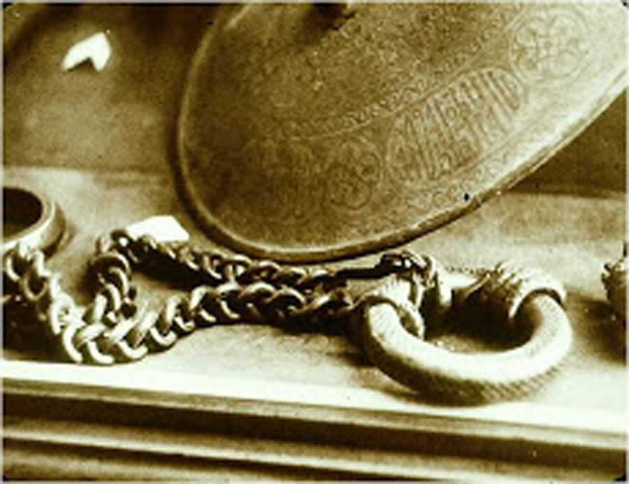 One of the chains placed around Baha'u'llah's neck in the Siyah Chal prison.