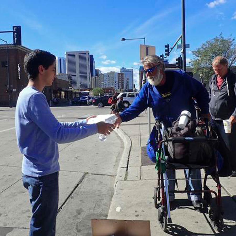 handing-out-food-to-homeless-colorado-bahai
