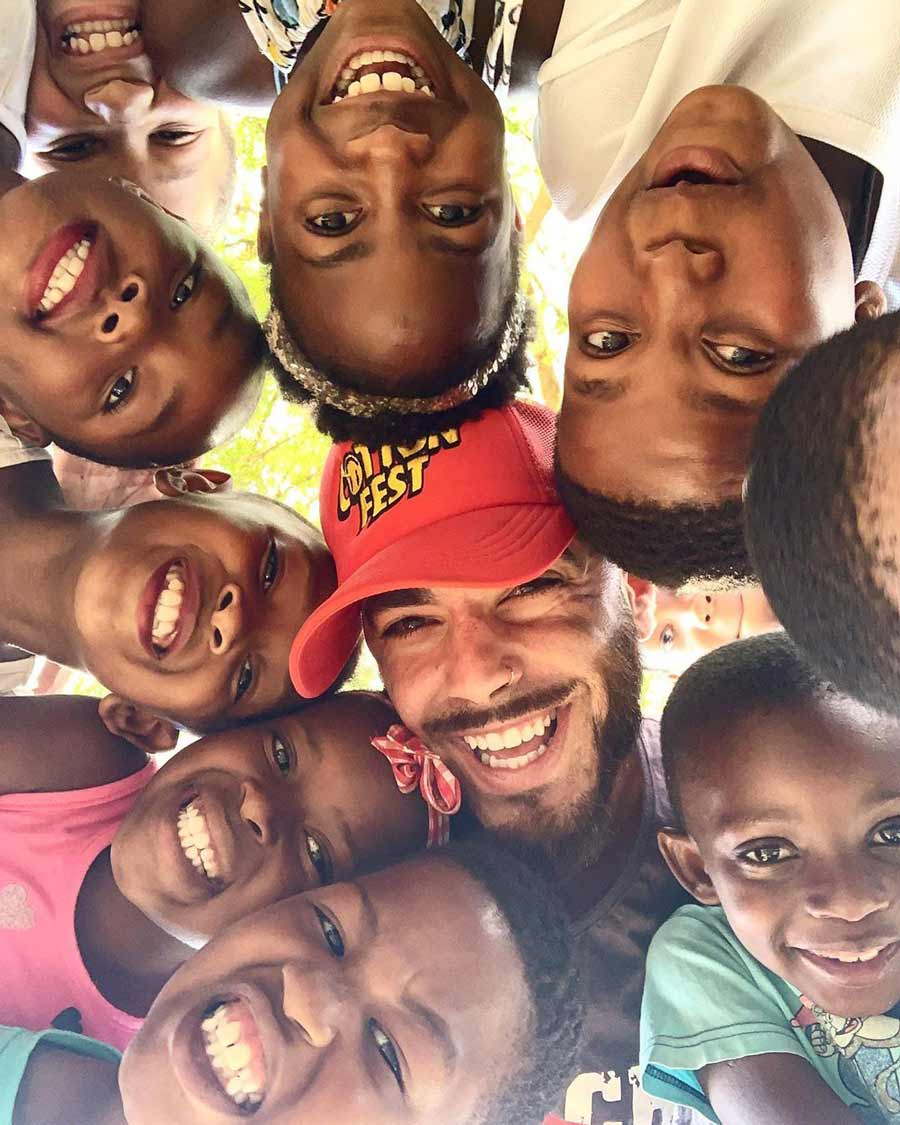 bahai-dr-smile-with-kids