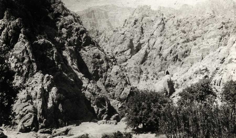 View of the mountains where Baha'u'llah stayed in Sulaymaniyyih.